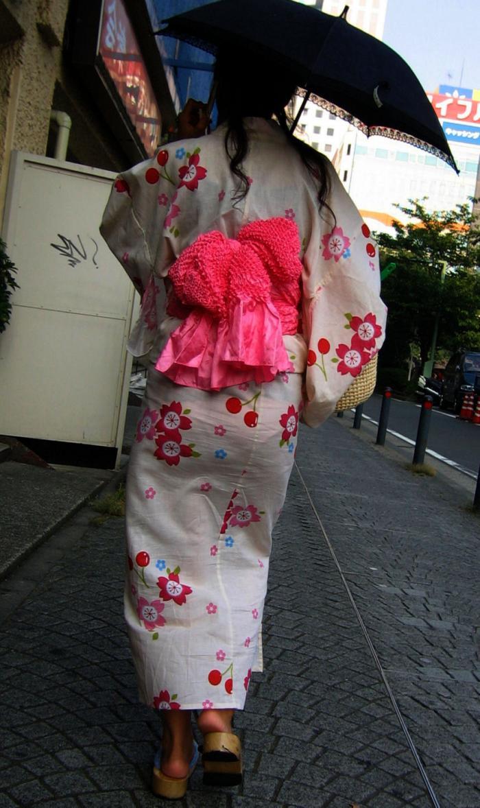 浴衣 お尻 透けパン パンティーライン エロ画像【4】