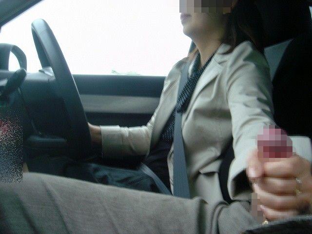 手コキ 手抜き 片手間 チンポ 触る エロ画像【7】