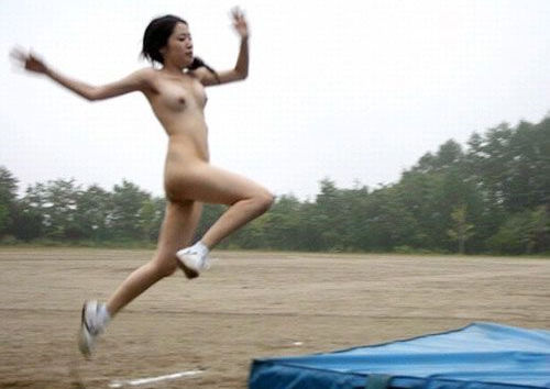 日本人が裸で運動してる全裸スポーツのエロ画像