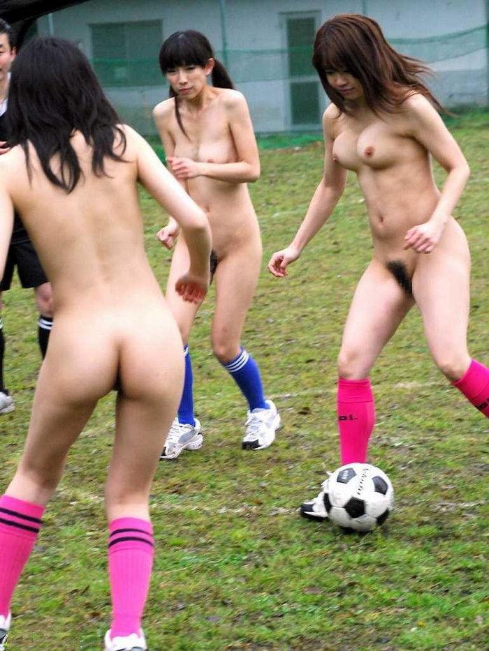 naked women playing sport