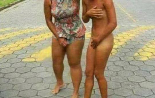 20歳の女の子が全裸で街中を連れ回されてる衝撃的な映像が話題に