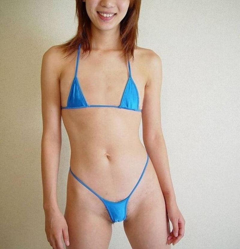 胸 水着 小さい 貧乳 マイクロビキニ エロ画像【31】