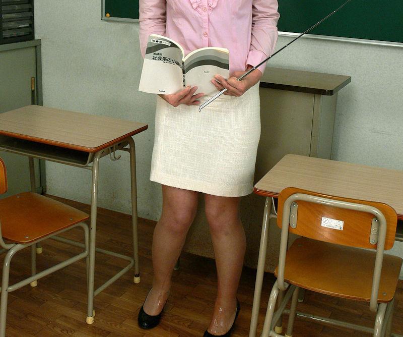 先生 教室 おしっこ おもらし エロ画像【31】