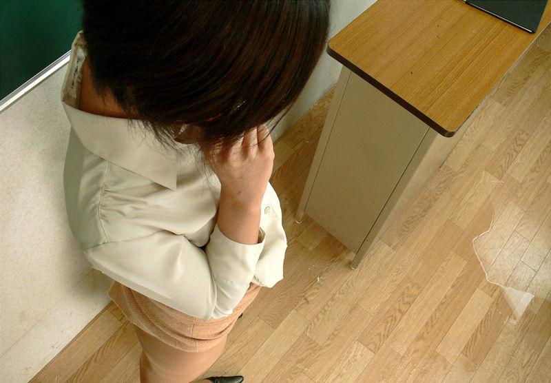 先生 教室 おしっこ おもらし エロ画像【37】