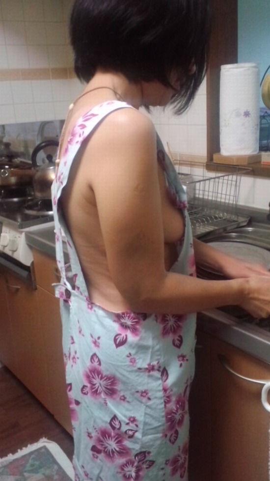 熟女 家庭的 裸 エプロン おばさん エロ画像【32】