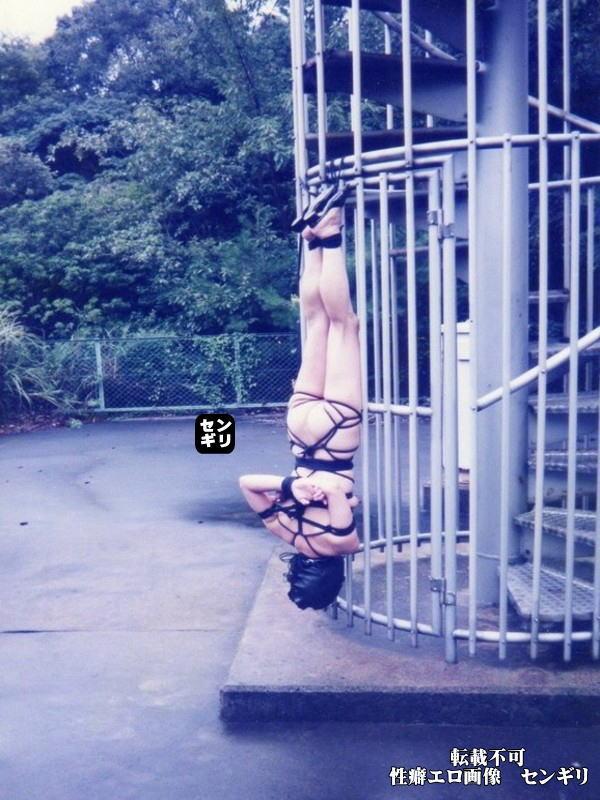 人妻 投稿 非常階段 全裸 緊縛 エロ画像【3】