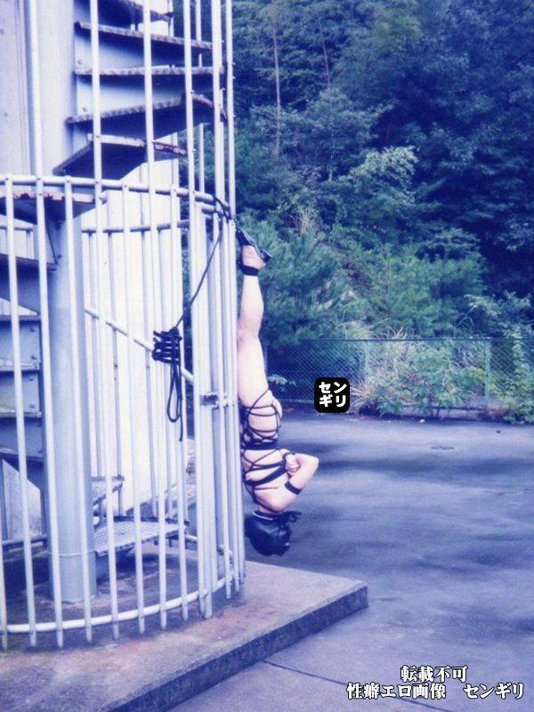 人妻 投稿 非常階段 全裸 緊縛 エロ画像【4】