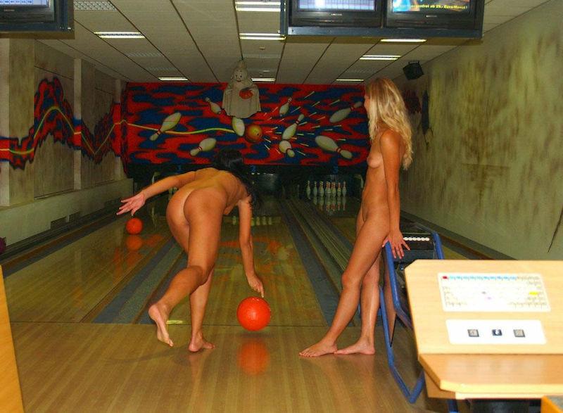 外国人 全裸 ヌード ボウリング エロ画像