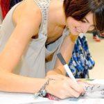 アイドル・女優のサイン会が胸チラチャンスなエロ画像