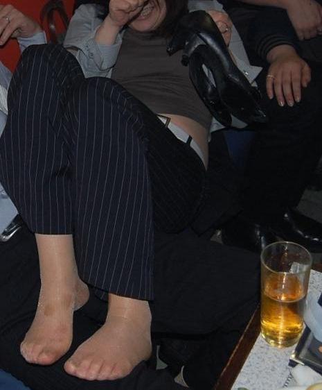 泥酔 OL 飲み会 悪戯 セクハラ お持ち帰り エロ画像【2】