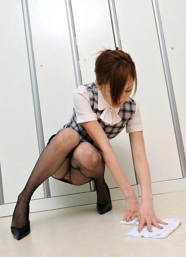 セクシー OL 網タイツ エロ画像【3】