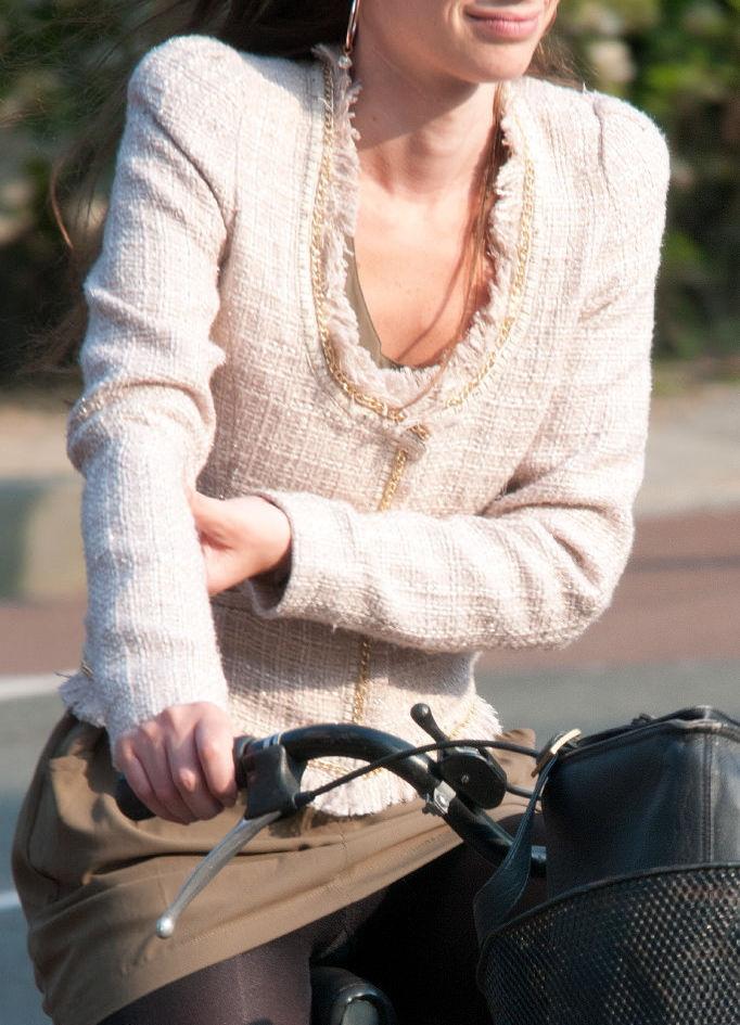 ミニスカ 外国人 自転車 パンチラ 街撮り エロ画像【26】