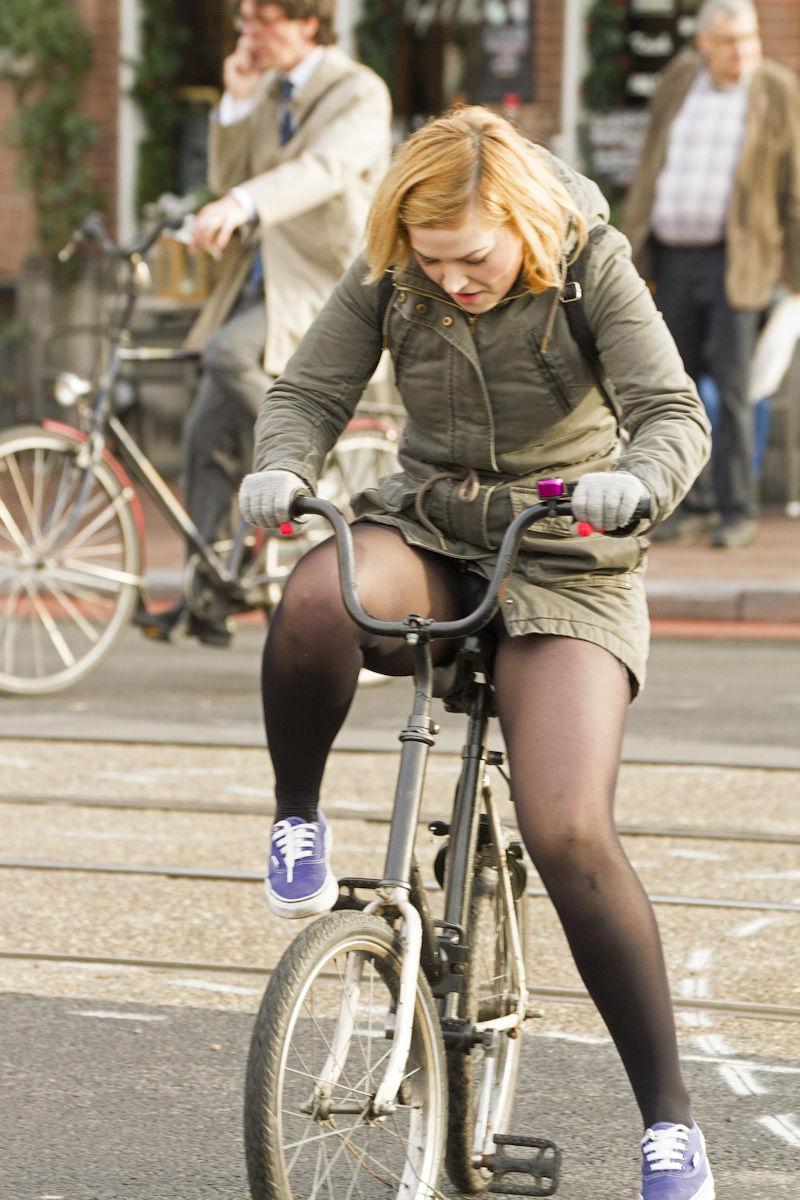 ミニスカ 外国人 自転車 パンチラ 街撮り エロ画像【30】