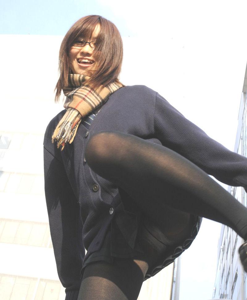 片足上げ スカート がら空き パンチラ エロ画像【39】