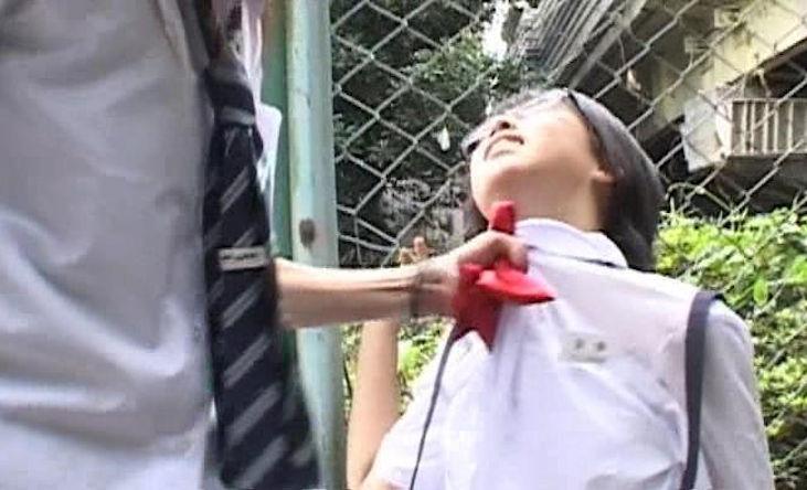 シャツ 胸ぐら 掴む 捻り上げる エロ画像【2】
