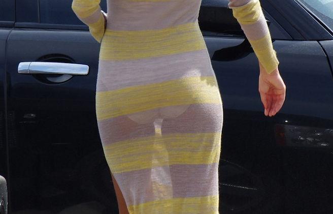 【透けパンチラ画像】自分の履いてるパンツアピールしまくってる女達