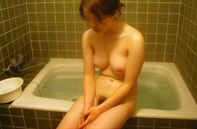 家庭のお風呂に入ってる女を直撃!一糸まとわぬ姿がエロすぎるだろwwwww(画像30枚)