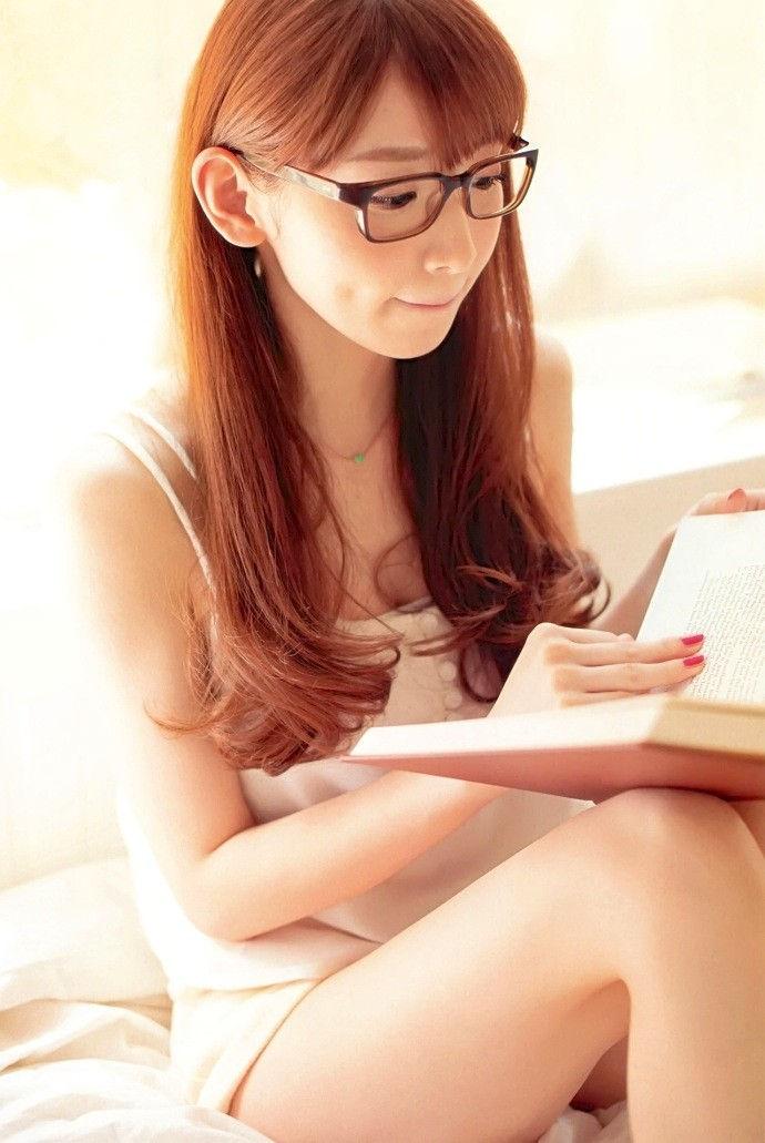 雑誌 小説 参考書 読書 美人 エロ画像【16】