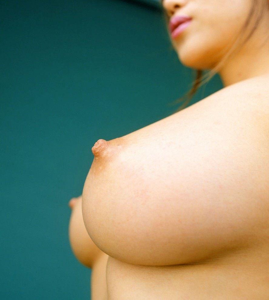美乳 横乳 綺麗 横撮り おっぱい エロ画像【3】