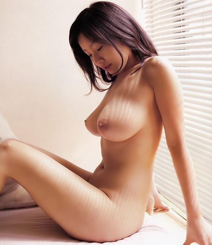 美乳 横乳 綺麗 横撮り おっぱい エロ画像【4】