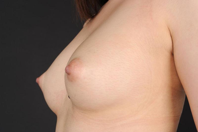 美乳 横乳 綺麗 横撮り おっぱい エロ画像【25】