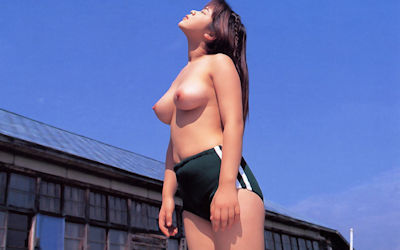 ブルマ一丁で上半身裸な体操服姿のトップレス画像 ④