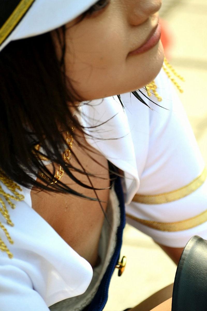 コミケ 乳首 乳輪 ハプニング ポロリ コスプレイヤー エロ画像【23】