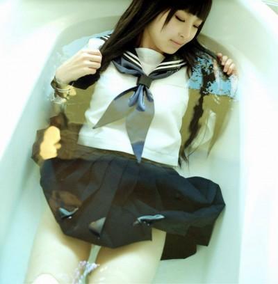 JK 制服 お風呂 着衣 入浴 エロ画像【17】