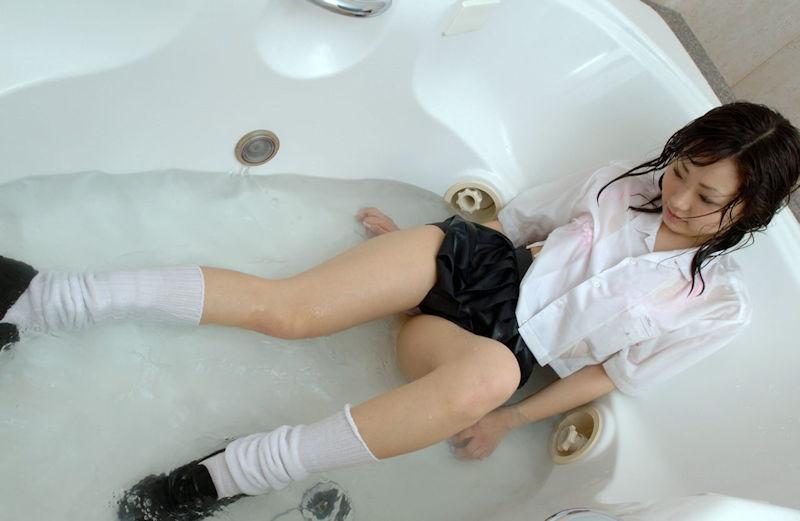 JK 制服 お風呂 着衣 入浴 エロ画像【32】