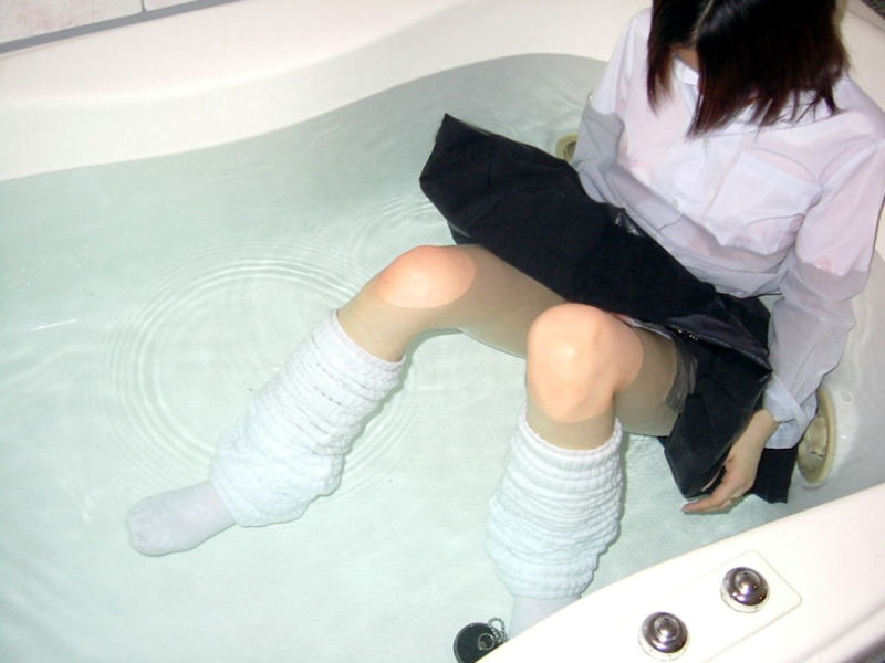 JK 制服 お風呂 着衣 入浴 エロ画像【36】
