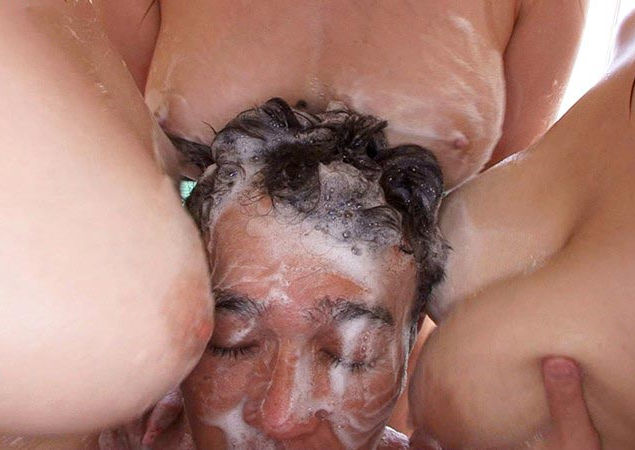 男女が体を洗いっこする洗体プレイのエロ画像