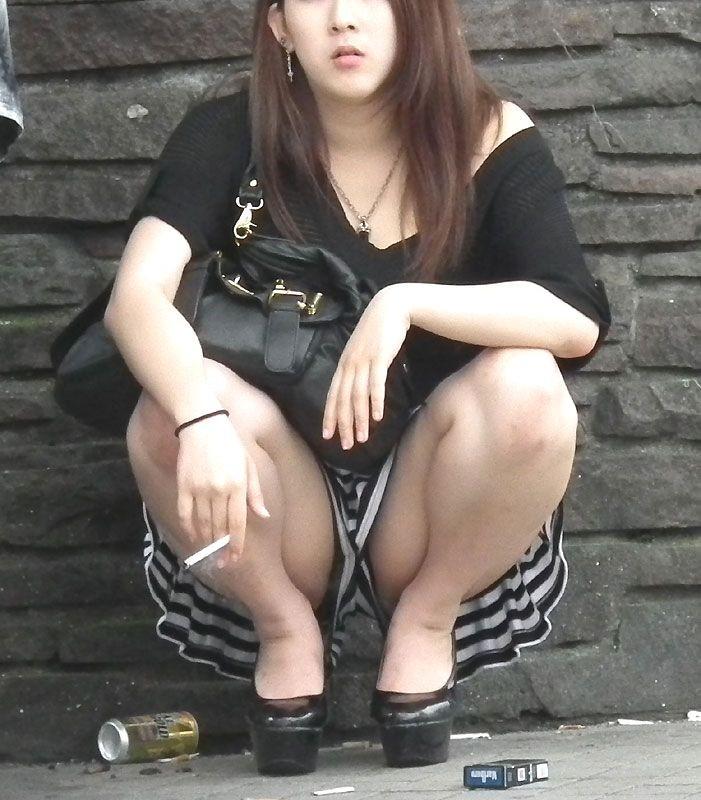 しゃがむ うんこ座り ギャル エロ画像【18】