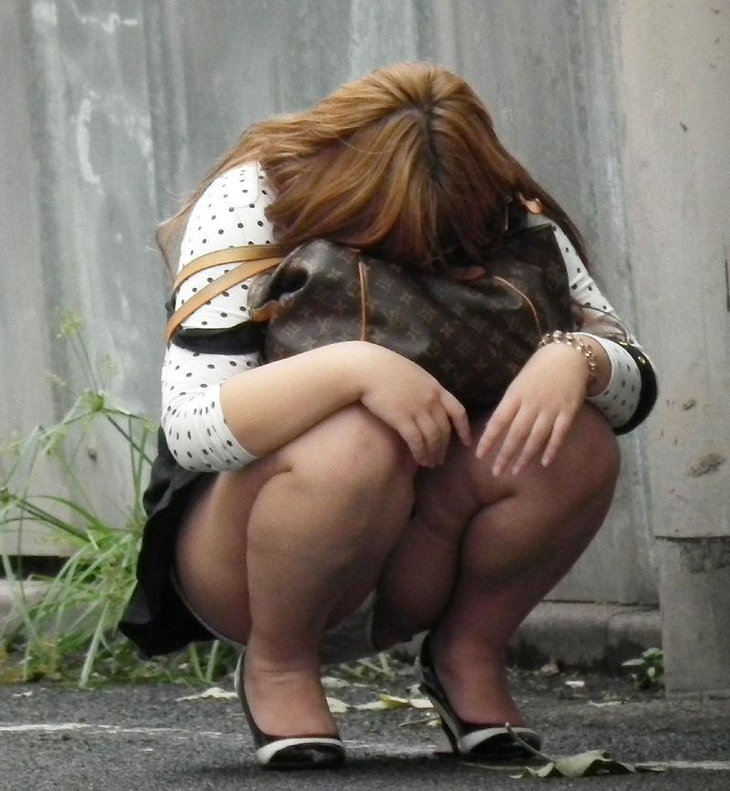 しゃがむ うんこ座り ギャル エロ画像【29】
