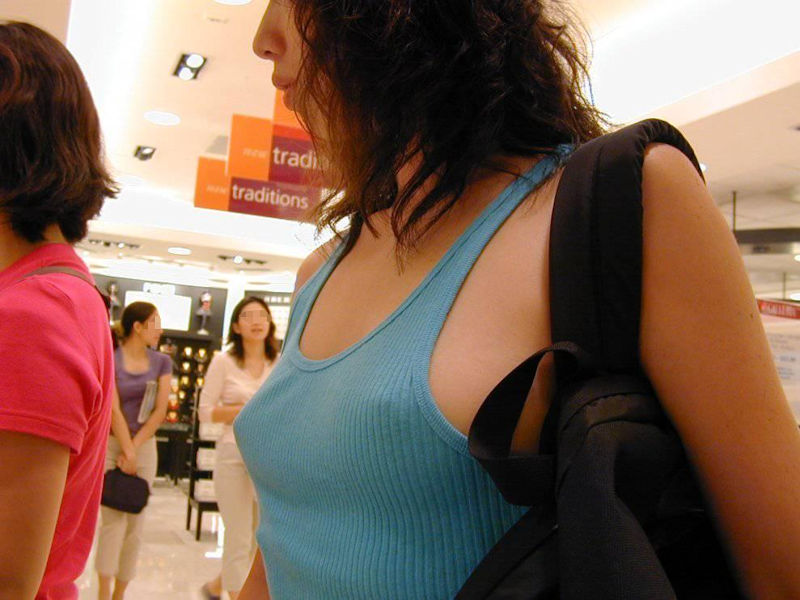 乳首 透け ノーブラ ギャル 街撮り エロ画像【3】