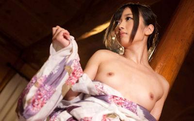 浴衣・着物でおっぱいポロリな和服ズリ下げエロ画像 ③