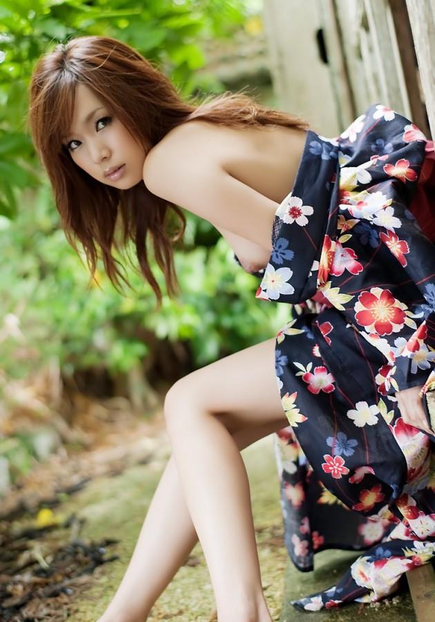 浴衣 着物 おっぱい ポロリ 和服 ズリ下げ エロ画像【24】