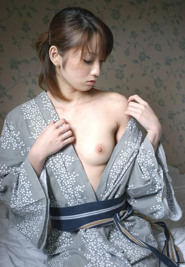 浴衣 着物 おっぱい ポロリ 和服 ズリ下げ エロ画像【47】