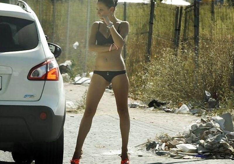娼婦のお仕事!立ちんぼという外国人売春婦のエロ画像