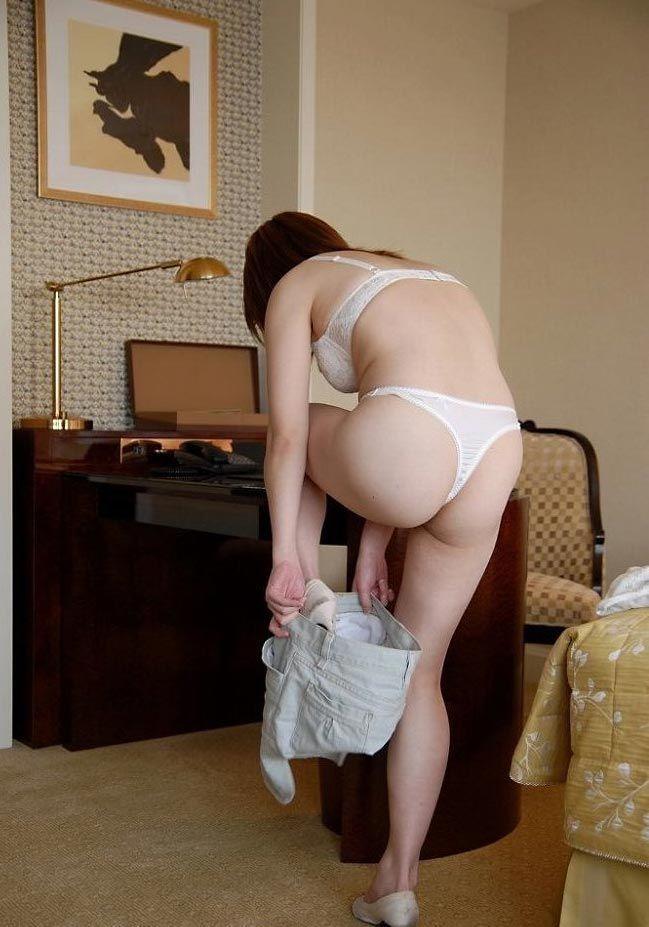 ホテル スカート 脱ぎかけ エロ画像【15】