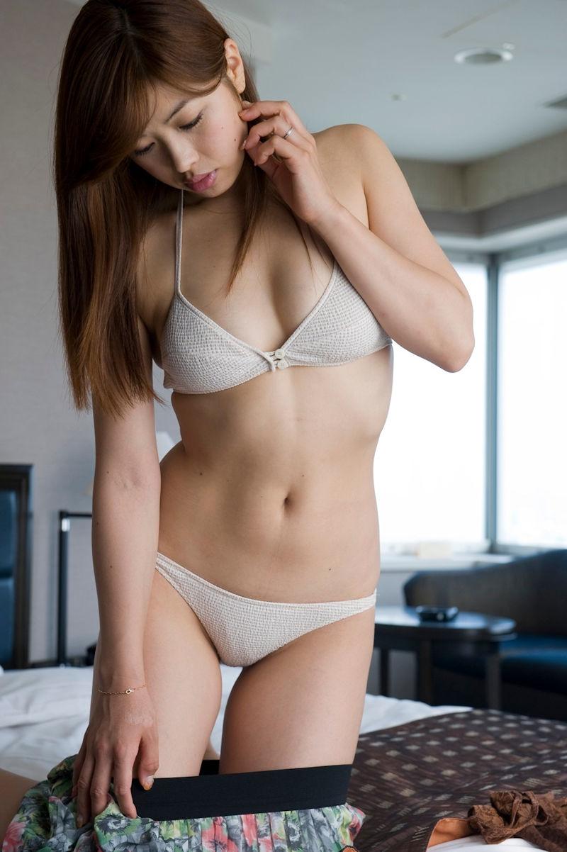ホテル スカート 脱ぎかけ エロ画像【16】