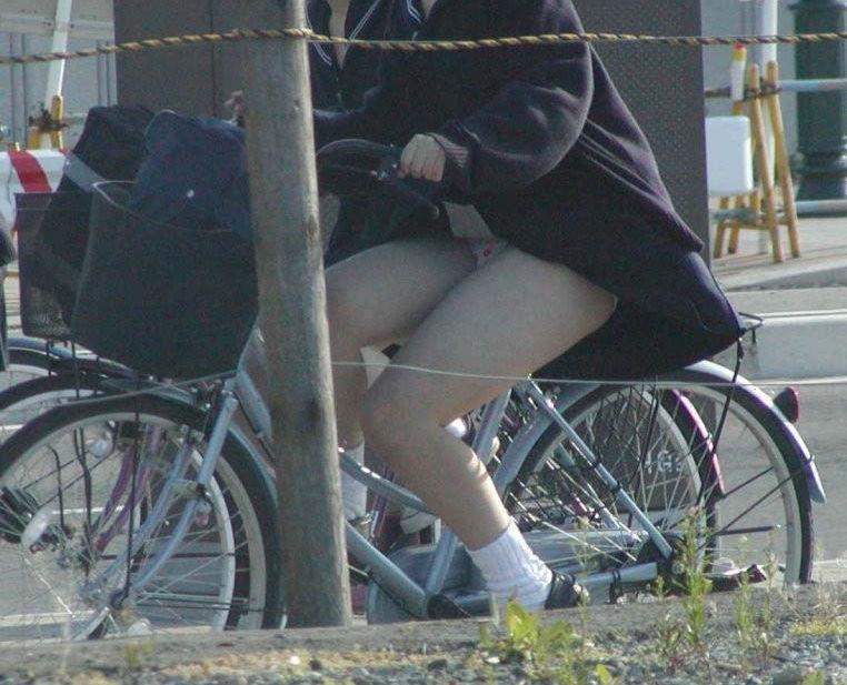JKの太もも!登下校中女子高生街撮り画像集