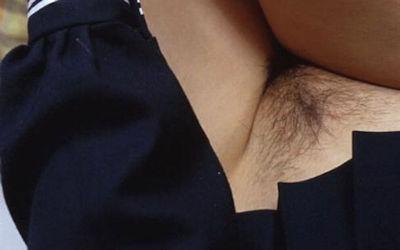 マン毛が生え揃ったノーパンJKのおまんこ画像 ②