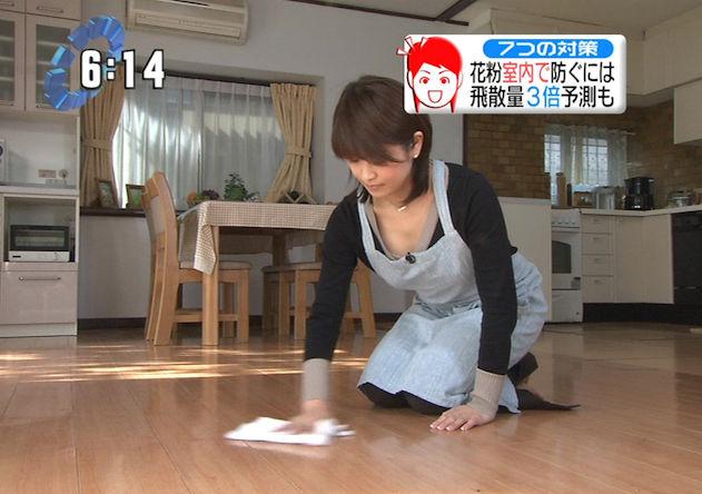 掃除 胸チラ 雑巾がけ エロ画像【3】