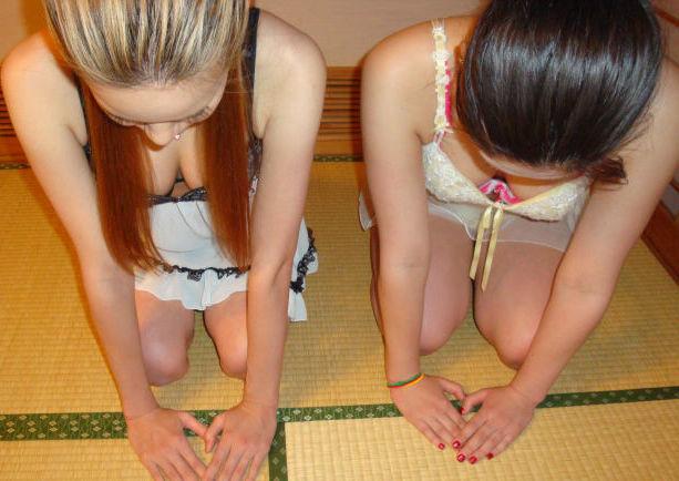ピンクコンパニオン 胸チラ 温泉 宴会 エロ画像【33】