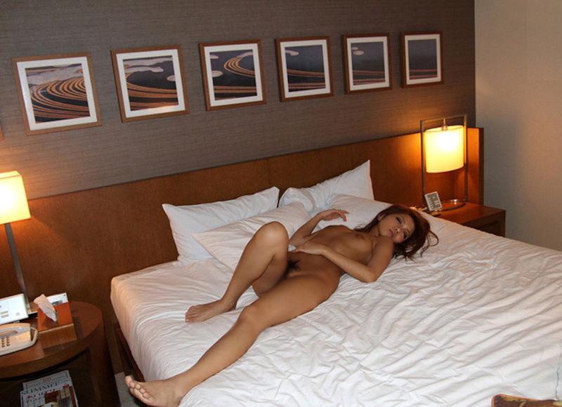 ティッシュ箱 全裸女性 ヌード エロ画像【17】