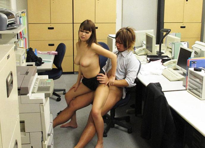 OLが会社でセックスしてる職場でラブのエロ画像
