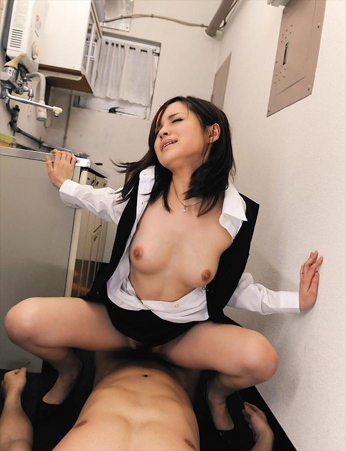 OL 会社 セックス 職場 エロ画像【2】