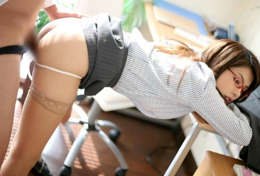 OL 会社 セックス 職場 エロ画像【15】