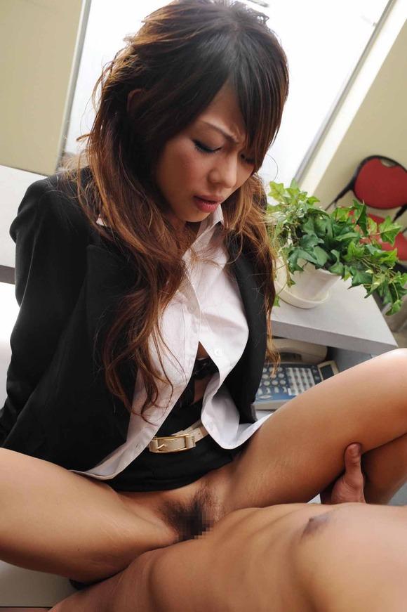 OL 会社 セックス 職場 エロ画像【25】