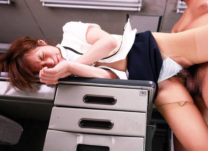 OL 会社 セックス 職場 エロ画像【38】